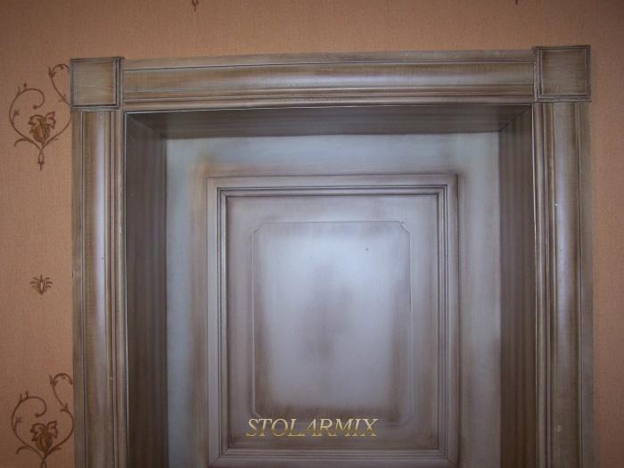 Drzwi zabytkowe RETRO z opaskami stylizowanymi, zakończonymi rozetami.