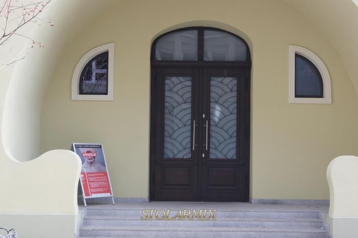 Drzwi zabytkowe do obiektu muzeum w Bydgoszczy.