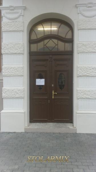 Zabytkowe drzwi, jako przykład wspaniałych rozwiązań stolarskich i snycerki.