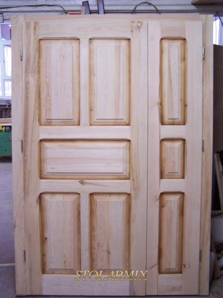 Drzwi zabytkowe sosnowe woskowane - typ kasetonowy.