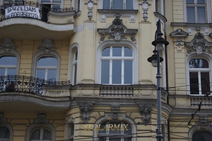 Okna zabytkowe - jednoramowe, zastępujące okna skrzynkowe lecz nie zatracające zabytkowego charakteru.