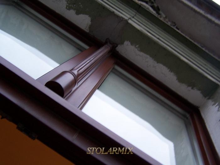 Okna współczesne z wykorzystaniem zabytkowej głowicy.