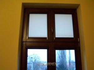 Okna współczesne z klejonki sosnowej z zastosowaniem okuć firmy ROTO.