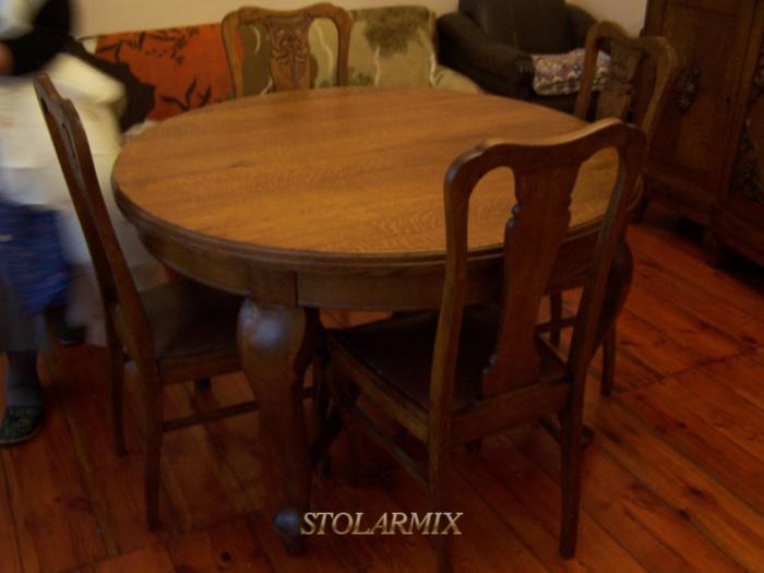 Renowacja mebli przykład krzeseł i stołu po renowacji.